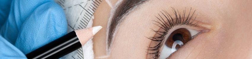 eyebrow tatto during procedure
